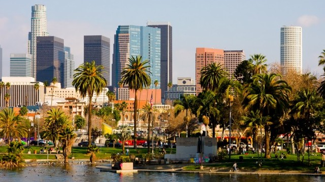 Los Angeles lay in the western or eastern part of the USA?